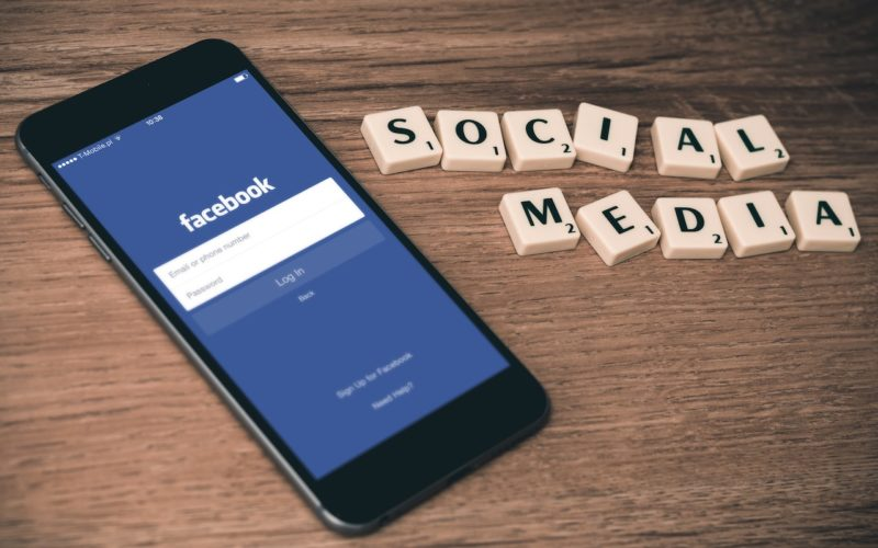 Eye-Opening Pros and Cons of Social Media Use